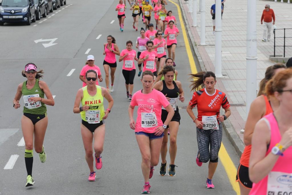 Foto: DAMIAN ARIENZA 19 junio 2016, Gijón. carrera de la mujer
