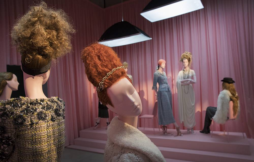 01/11/2016. London, UK. A display of mannequins at the 'Hair by Sam McKnight' exhibition at Somerset House highlights his work for Chanel. The show, which runs from 2nd November, 2016 to 12th March, 2017, celebrates the career of fashion's favourite hair stylist. Photo credit: Peter Macdiarmid